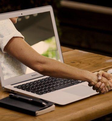 handshake-3382503_1920